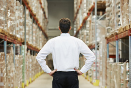 Manager before stocktaking in the warehouse, © Kadmy/Fotolia